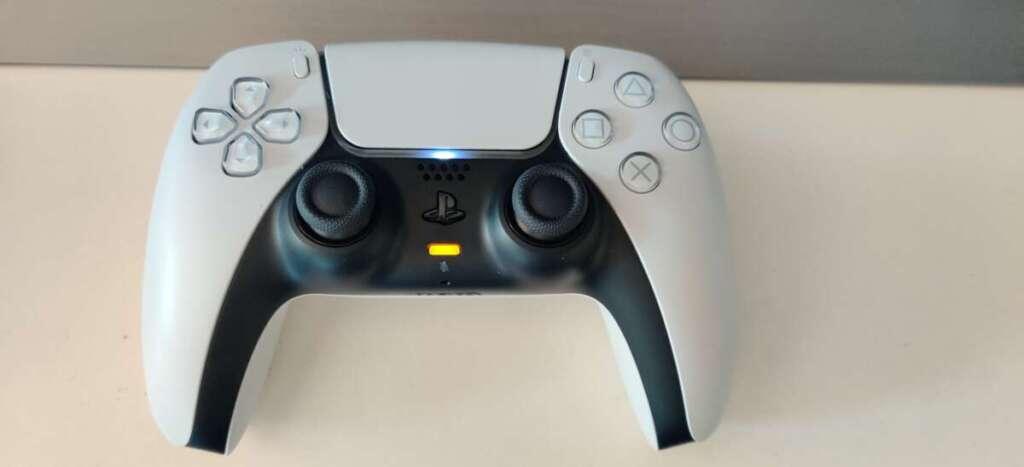 PS5 controller DualSense mute microfono