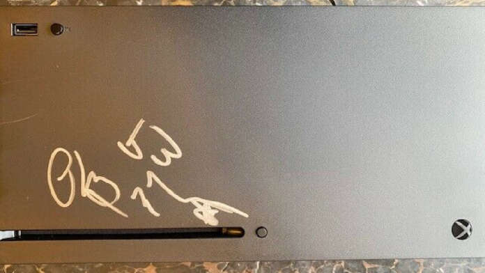 Xbox Series X autografata Phil Spencer Microsoft beneficenza ebay